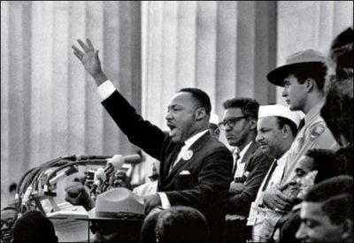 MLK gesturing at March on DC
